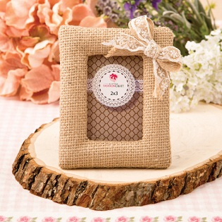 Burlap picture frame / placecard holder from fashioncraft
