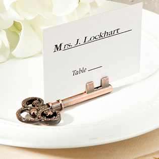 Vintage-inspired place card/photo holders